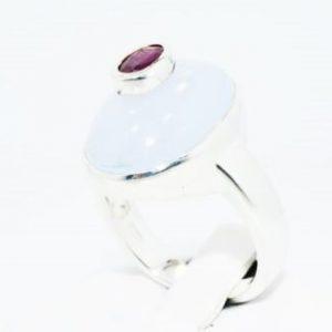טבעת כסף 925 בשיבוץ קלצדוני ורובי 8.30 קרט מידה: 8