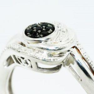 טבעת כסף 925 בשיבוץ יהלומים שחורים וטופז לבן 14. קרט מידה 7