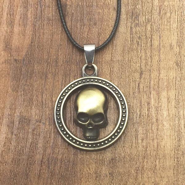 תליון ויקה גולגולת ברונזה בתוך עיגול וחישוק גומי שחור