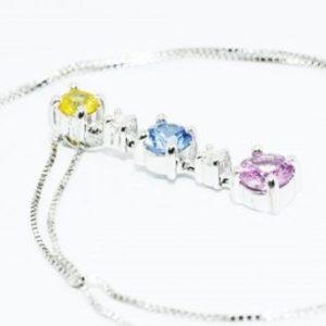 תליון ושרשרת זהב לבן 10 קרט בשיבוץ 3 ספיר 2 יהלומים 1.06 קרט צבע ספיר: צהוב ורוד כחול