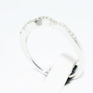 טבעת כסף 925 בשיבוץ יהלומים לבנים 10. קרט ניקיון יהלומים: I1 מידה: 7