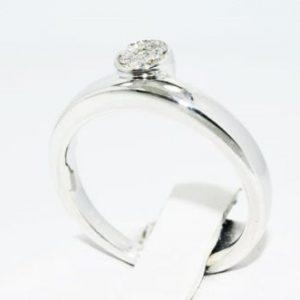 טבעת כסף 925 בשיבוץ יהלומים 08. קרט ניקיון יהלומים: SI1 מידה: 7