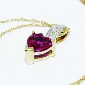 תליון ושרשרת זהב לבן וצהוב 10 קרט בשיבוץ רובי ויהלומים לבנים עיצוב לב