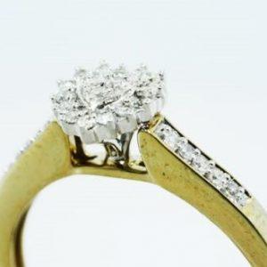 טבעת כסף 925 בציפוי זהב עיצוב לב בשיבוץ יהלומים לבנים 12. קרט מידה: 7.25