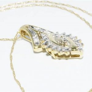 תליון ושרשרת זהב צהוב 10 קרט בשיבוץ 4 יהלומים לבנים 0.2 קרט ניקיון יהלומים: I1