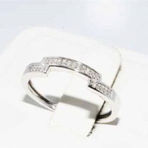 טבעת זהב לבן 10 קרט בשיבוץ 24 יהלומים לבנים 13. קרט ניקיון יהלומים: SI1 מידה: 7.25