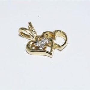 תליון זהב צהוב 10 קרט בשיבוץ יהלום עגול 01. קרט ניקיון יהלום: SI3 עיצוב לבבות