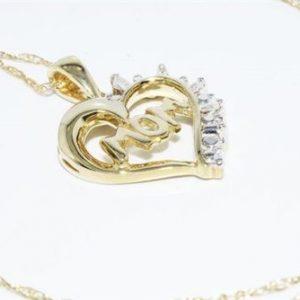 תליון ושרשרת זהב צהוב 10 קרט בשיבוץ 4 יהלומים לבנים 07. קרט ניקיון יהלומים: I1 לב ו- mom