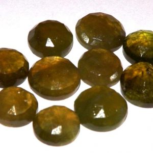וזוביאניט מלוטשת לשיבוץ Vesuvianite במשקל: 1.73 קרט
