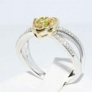 טבעת כסף 925 וזהב 10 קרט בשיבוץ פרידות 15. קרט + 32 טופז לבן מידה: 6.25