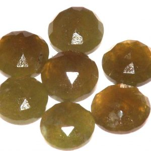 וזוביאניט מלוטשת לשיבוץ Vesuvianite במשקל: 3.5 קרט יחידה