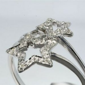 טבעת זהב לבן 10 קרט עיצוב כוכבים בשיבוץ 10 יהלומים לבנים 06. קרט מידה: 7