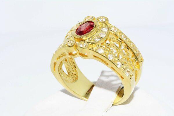 טבעת כסף 925 בציפוי זהב בשיבוץ ספיר כתום טבעי 60. קרט בשיבוץ 26 טופז מידה 7