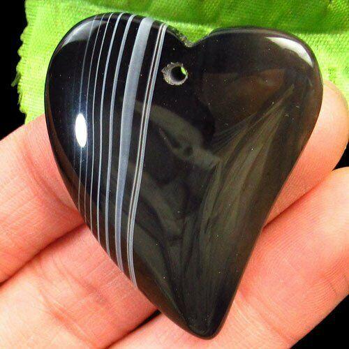 תליון אגט אוניקס שחור אפרפר בעיצוב לב