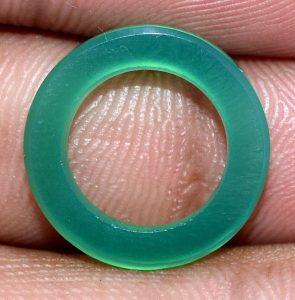 תכשיטנות: חישוק מאבן אגט ירוק לשיבוץ תליון או עגילים