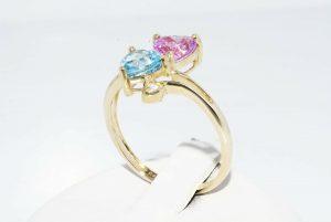 טבעת זהב צהוב 10 קרט בשיבוץ טופז כחול וטופז ורוד + 2 טופז לבן הטבעת: מידה: 8