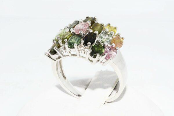 טבעת יוקרה כסף בשיבוץ 17 טורמלין צבעוני במשקל: 3.10 קרט בשיבוץ 8 טופז לבן מידה: 8