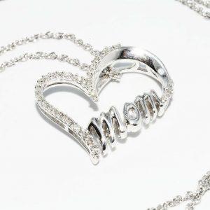 תליון ושרשרת כסף בשיבוץ 40 יהלומים 13. קרט ניקיון יהלומים: SI3 צבע: H בעיצוב לב ו- mom