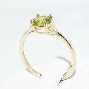 טבעת זהב צהוב 10 קרט בשיבוץ פרידות 1 קרט בשיבוץ 6 יהלומים לבנים במידה: 8.25