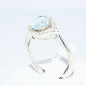 טבעת כסף 925 בשיבוץ אקוומרין 1.05 קרט + 28 טופז לבן 23. קרט במידה: 6 \ 7.25