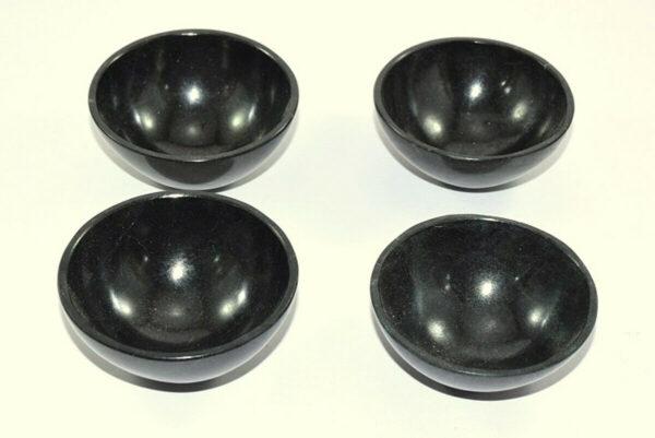 """קערת אובסידיאן שחור קוטר: 5-6 ס""""מ משקל: 80-90 גרם"""