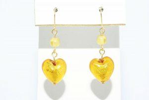 עגילי זהב צהוב 14 קרט בשיבוץ 2 סיטרין 1 קרט + זכוכית מורנו בעיצוב לב 9.20 קרט