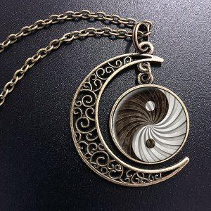 תליון ושרשרת מוכסף יין ויאנג גווני שחור לבן בעיטור ירח