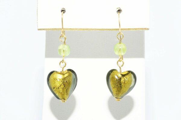 עגילי זהב 14 קרט שיבוץ זכוכית מורנו בעיצוב לב 7 קרט 2 פרידות 1 קרט
