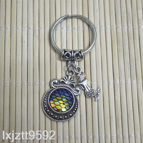 מחזיק מפתחות סמלי בת הים בגווני כחול זהוב