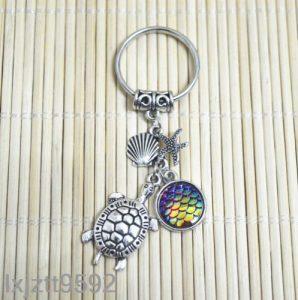 מחזיק מפתחות צב צדף וכוכב ים בגווני צהוב סגול