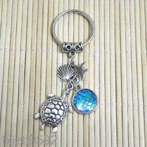 מחזיק מפתחות צב צדף וכוכב ים בגווני כחול ירקרק