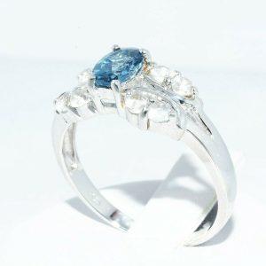 טבעת יוקרה כסף 925 בשיבוץ טופז לונדון 90. קרט + 8 טופז לבן 90. קרט במידה: 9.25