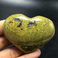 ג'ספר צבעי ירוק צהוב ליטוש לב במשקל: 126 גרם
