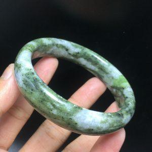 צמיד ג'ייד ירוק מנומר במשקל: 58 גרם