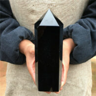 """מוט אובסידיאן חד חודי במשקל: 810 גרם גובה: 160 מ""""מ"""