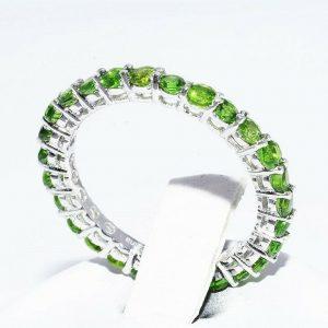 טבעת כסף 925 בשיבוץ 28 דיופסיד במשקל: 2.10 קרט מידה: 8.5