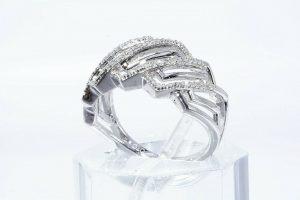 טבעת יוקרה כסף 925 בשיבוץ 34 יהלומים לבנים 18. קרט ניקיון יהלומים: I1 במידה: 7.25