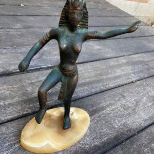 פסל מצרי מתכת תושבת אבן במשקל: 978 גרם