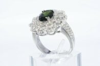 טבעת יוקרה כסף משובץ דיופסיד 2.16 קרט בשיבוץ 162 טופז לבן